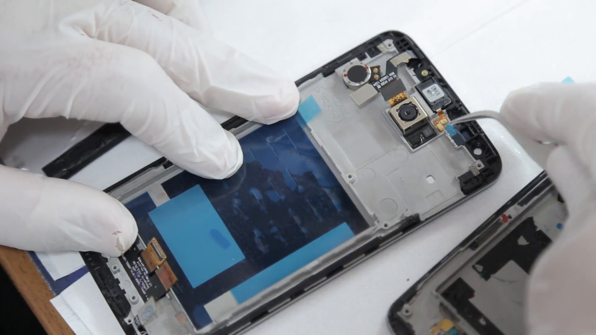 mobile-phone-repair-lab-technician-at-work_4swow-qhg__F0000